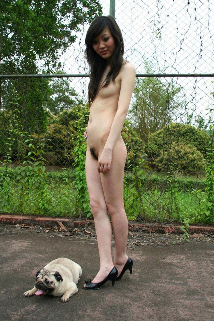 【素人野外露出エロ画像】素人娘たちが野外で素っ裸晒しているってマジか!?w 21