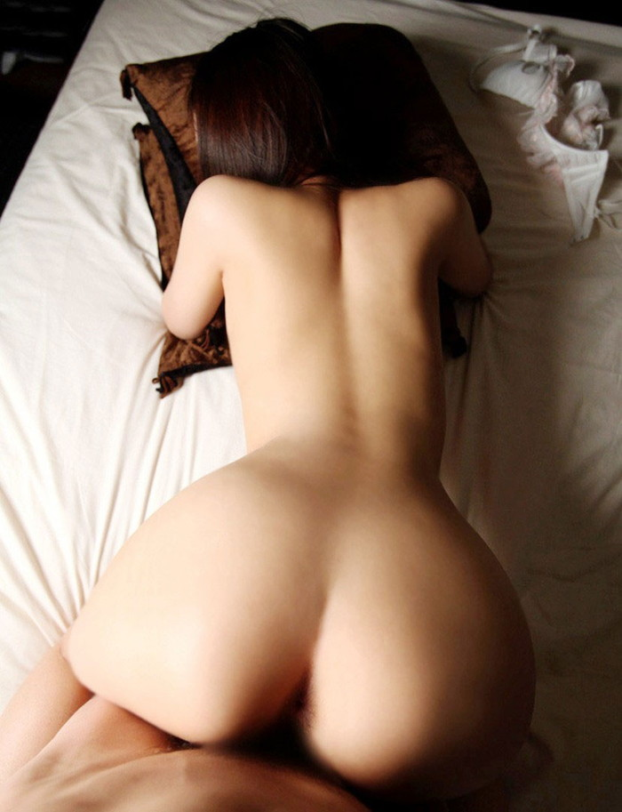 【バックエロ画像】女の子の尻と結合部を眺めてセックスする体位がコチラww 10