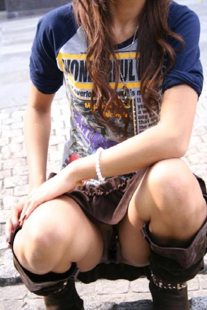 【街撮りパンチラエロ画像】街中でパンチラしている素人娘たちを激写! 23