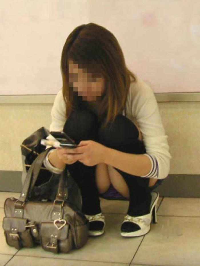 【街撮りパンチラエロ画像】街中でパンチラしている素人娘たちを激写! 24
