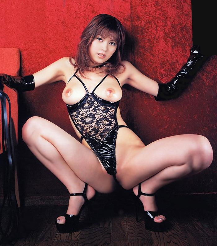 【セクシーランジェリーエロ画像】見た目にもセクシー!フル勃起確定な女性下着! 02