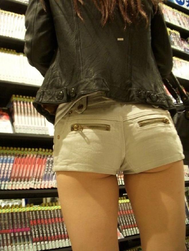 【ホットパンツエロ画像】街行くくホットパンツの女の子たちに視線釘付け! 19
