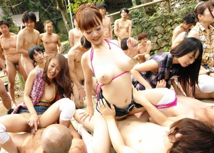 【乱交エロ画像】男女複数人で入り乱れての乱交プレイ!エロすぎて草!ww 06