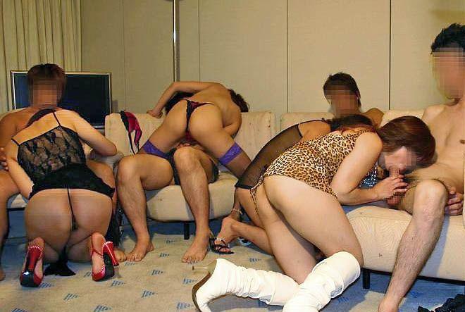 【乱交エロ画像】男女複数人で入り乱れての乱交プレイ!エロすぎて草!ww 23