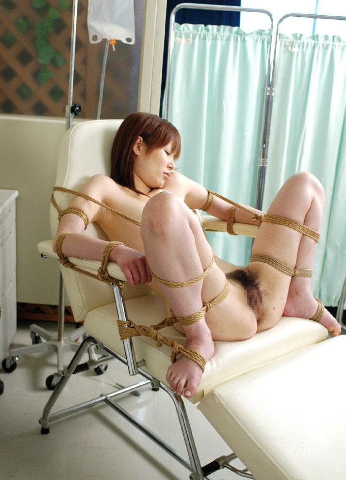 【SM緊縛エロ画像】ロープや拘束具によつて緊縛された女の子たちの艶かしさ! 04