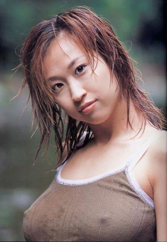 【ノーブラエロ画像】着衣に浮かび上がる乳首!これはエロいぜ!ノーブラ万歳! 06