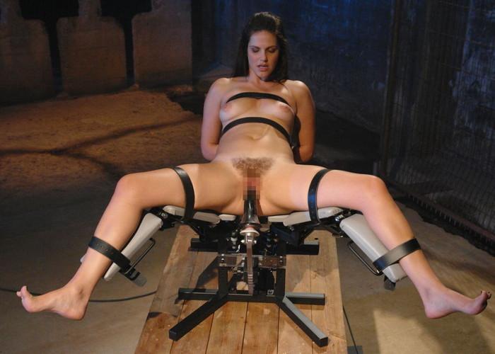 【ファッキングマシーンエロ画像】文字通り機械とセックスしている女の子たち! 20