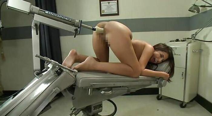 【ファッキングマシーンエロ画像】文字通り機械とセックスしている女の子たち! 22