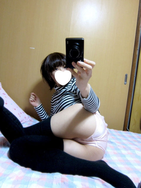 【素人自撮りエロ画像】生々しい画像!素人娘たちのエロ姿、自撮り! 01
