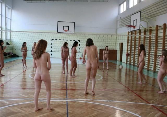 【全裸スポーツエロ画像】全裸で開放感たっぷりのスポーツとか草www 22