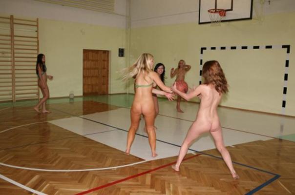 【全裸スポーツエロ画像】全裸で開放感たっぷりのスポーツとか草www 25