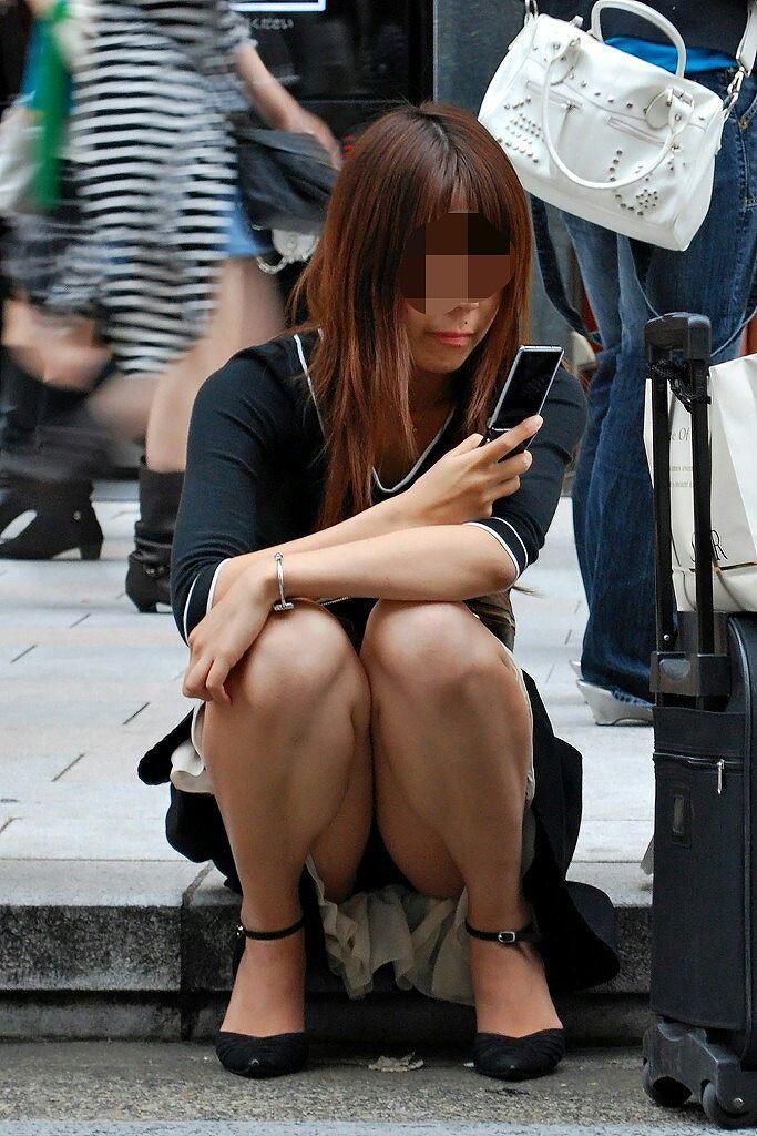 【街撮りパンチラエロ画像】こういう瞬間に遭遇すると感動で小躍りしたくならんか?www 04