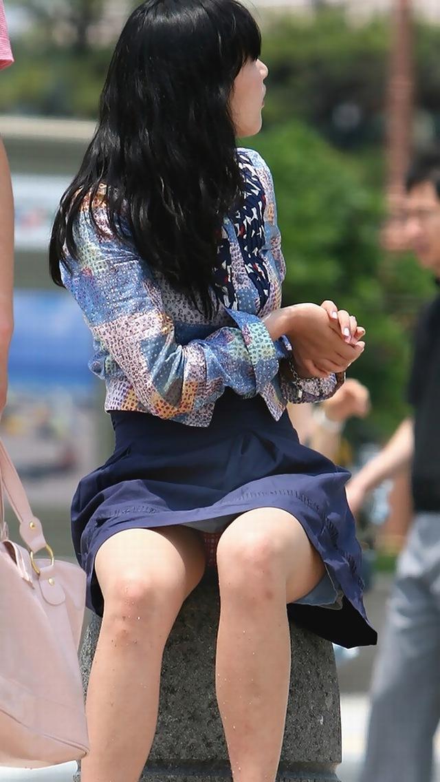 【街撮りパンチラエロ画像】こういう瞬間に遭遇すると感動で小躍りしたくならんか?www 15