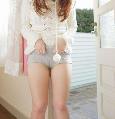 【マンスジエロ画像】女の子の股間に浮かび上がるマンスジはワレメの形w 23