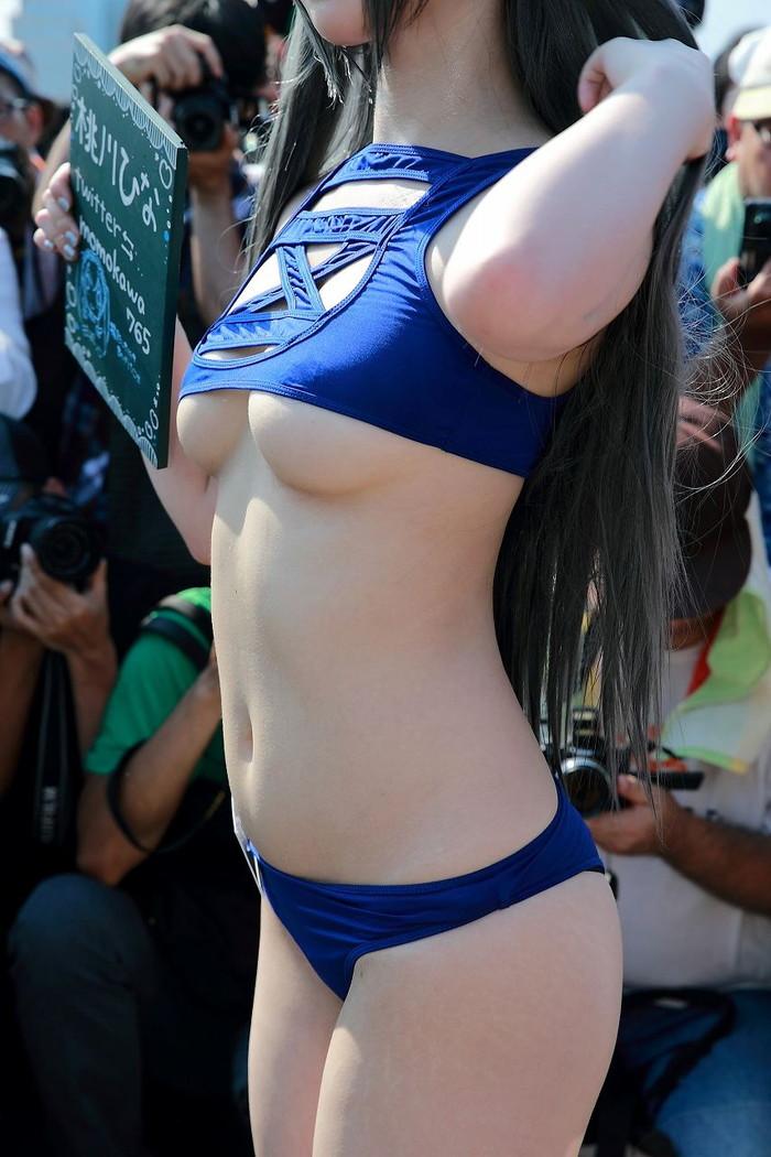 【コミケエロ画像】コミケで魅せる!過激衣装で人前に立つコスプレイヤーたち! 20