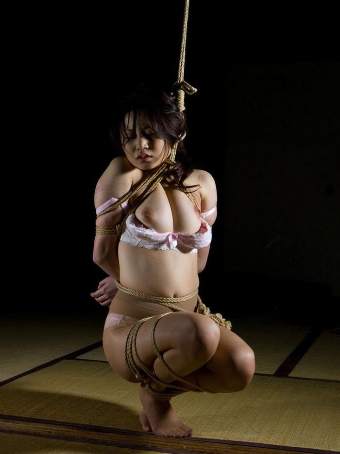 【SM緊縛エロ画像】拘束された女の子たちのあられもない姿に勃起は必至! 23
