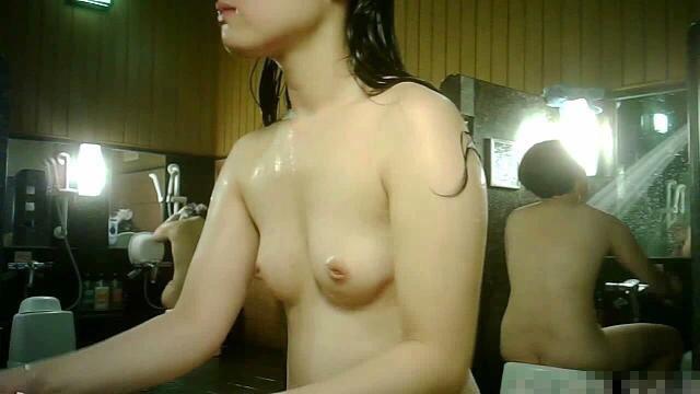 【女風呂盗撮エロ画像】これが見たかった!女風呂の内部を盗撮したったwww 14