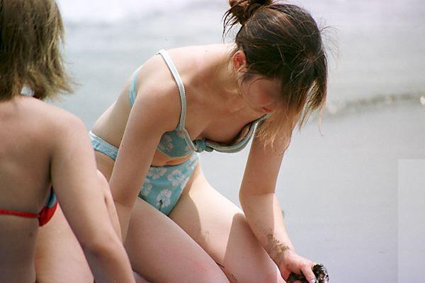 【水着ハプニングエロ画像】水着の女の子に降りかかる不運のハプニングwww 18