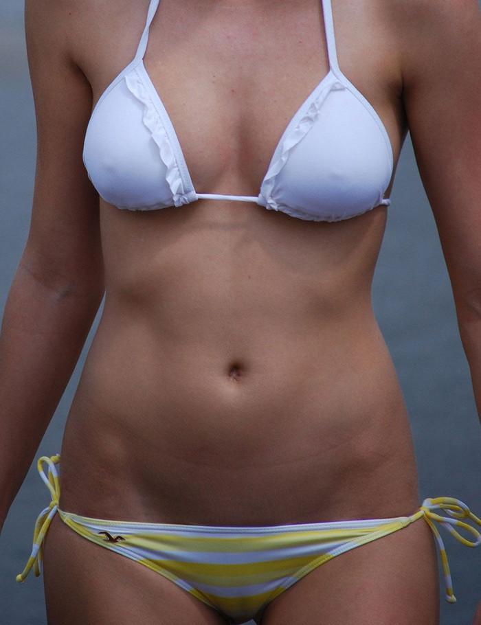 【水着ハプニングエロ画像】水着の女の子に降りかかる不運のハプニングwww 26