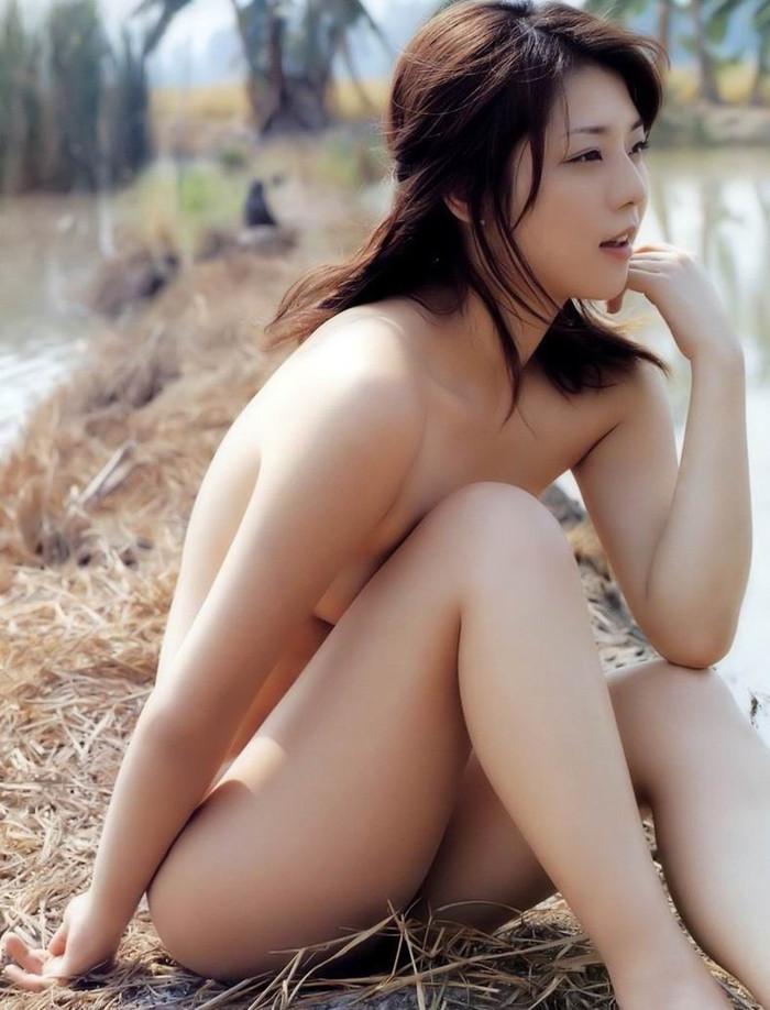 【野外露出エロ画像】年々大胆になっていく露出好きの女の子達の羞恥露出! 14