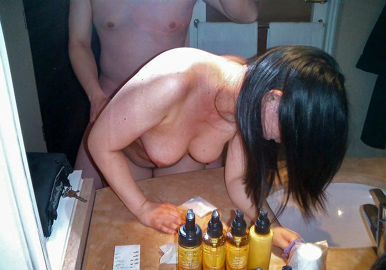 【素人鏡撮りエロ画像】鏡を利用して自分たちのセックスを記録する素人カップル!