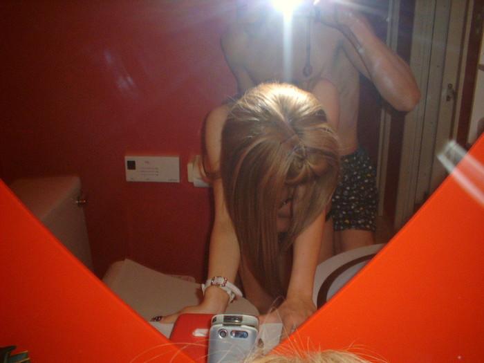 【素人鏡撮りエロ画像】鏡を利用して自分たちのセックスを記録する素人カップル! 14