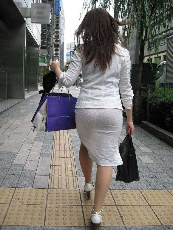 【着衣透けエロ画像】これは透視!?着衣が透けてしまっている素人娘たち! 15