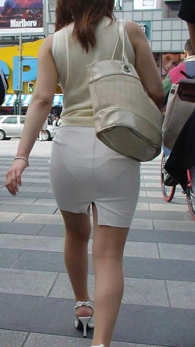 【着衣透けエロ画像】これは透視!?着衣が透けてしまっている素人娘たち! 24
