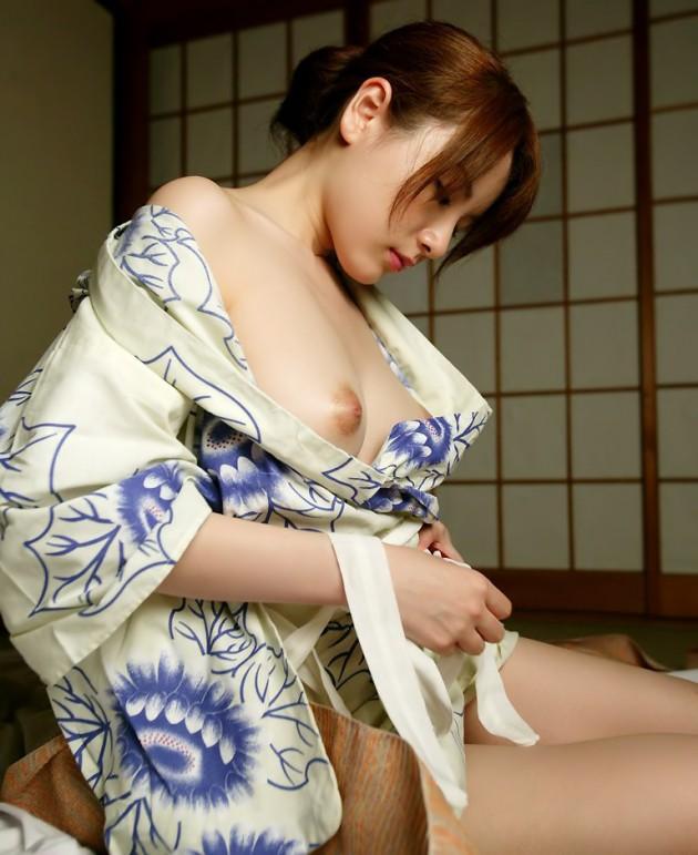 【和服エロ画像】この雰囲気、日本古来より伝わる和服のエロスが素晴らしい! 01