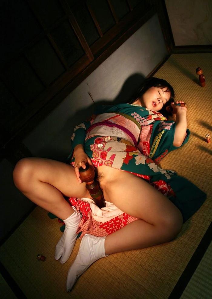 【和服エロ画像】この雰囲気、日本古来より伝わる和服のエロスが素晴らしい! 12