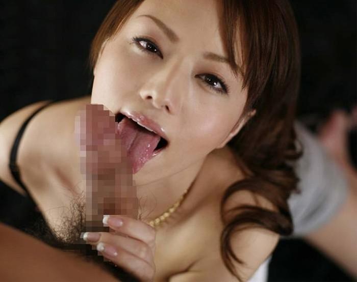 【フェラチオエロ画像】チンポの裏筋がゾクゾクするような裏筋舐めが最高! 16