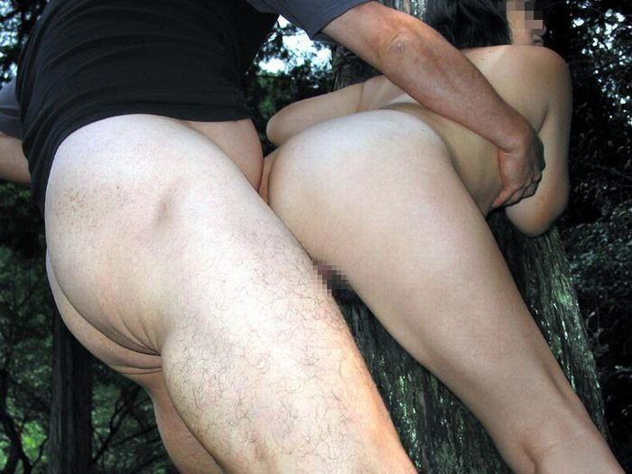 【青姦エロ画像】野外でセックスという行為を楽しむアウトドア派のセックス! 10