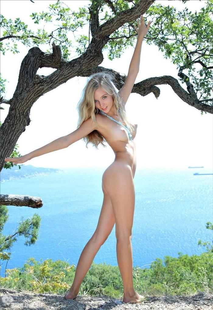 【ロシアンエロ画像】真っ白な肌のロシア人女性たちの芸術のようなエロ画像! 14
