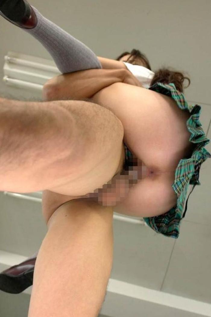 【駅弁ファックエロ画像】女の子を抱え上げてハメハメ!駅弁ファック!w 11