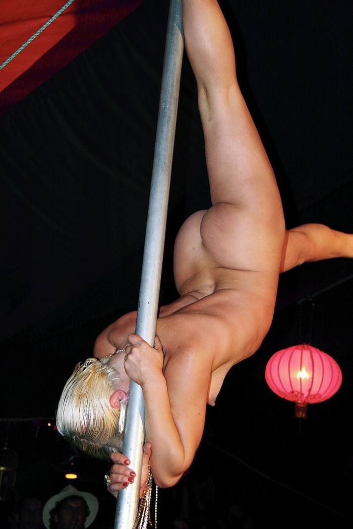 【ポールダンスエロ画像】目の前で大開脚するポールダンスってエロ杉!www 12