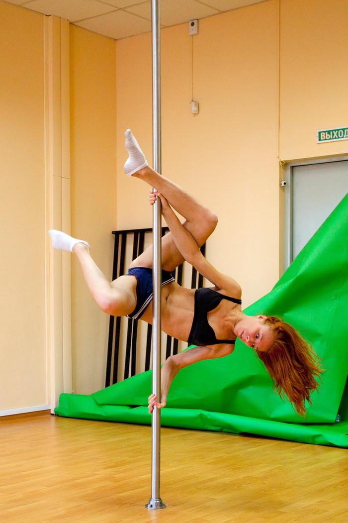 【ポールダンスエロ画像】目の前で大開脚するポールダンスってエロ杉!www 20