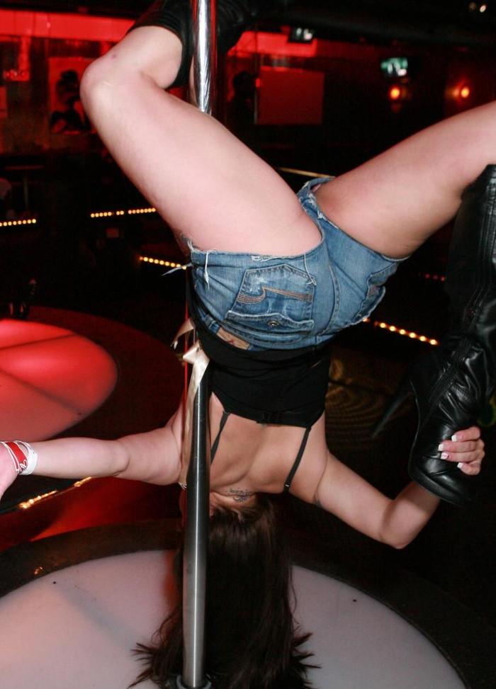 【ポールダンスエロ画像】目の前で大開脚するポールダンスってエロ杉!www 22