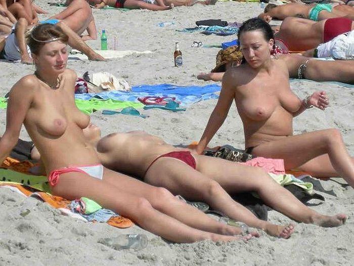 【ヌーディストビーチエロ画像】勃起したらマナー違反のヌーディストビーチ! 16