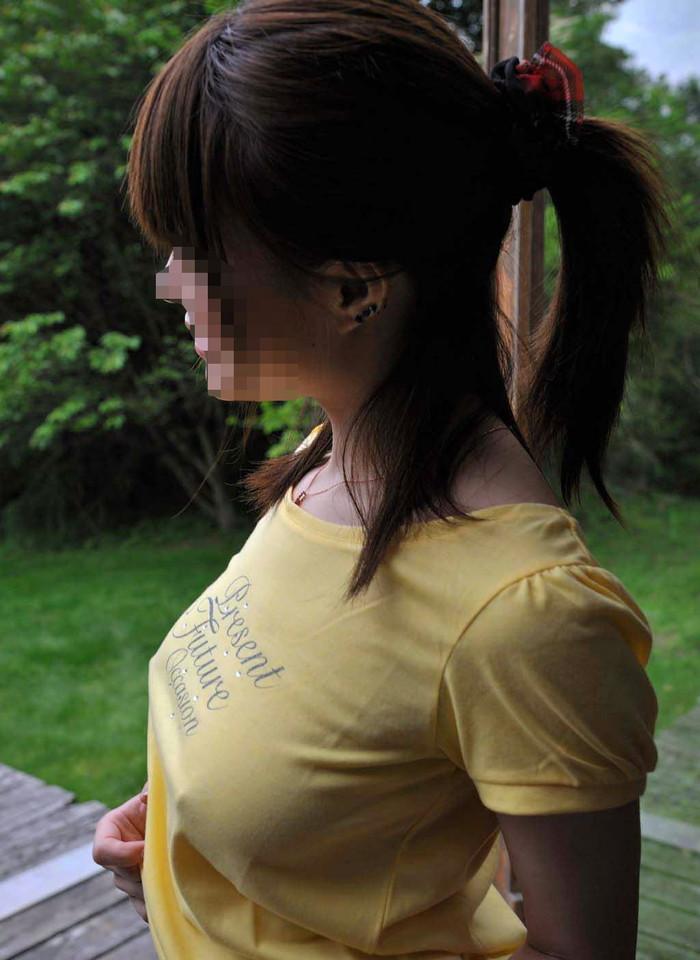 【ノーブラエロ画像】透けているのはもちろん乳首!大胆なノーブラの女の子達! 18