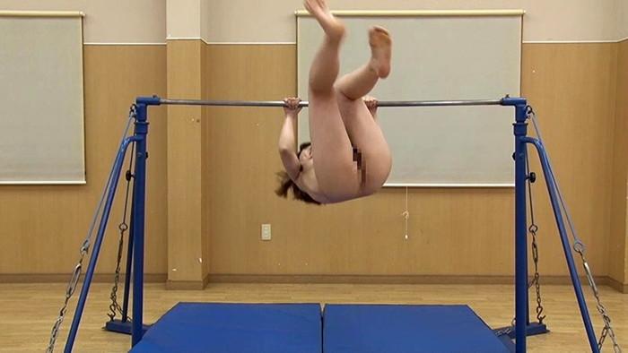 【全裸スポーツエロ画像】全裸でスポーツをすると当然、ここまでエロくなる件! 17