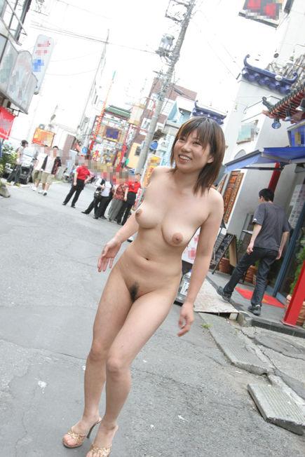 【野外露出エロ画像】素人娘たちの屋外での脱ぎっぷりには脱帽だぜ! 13