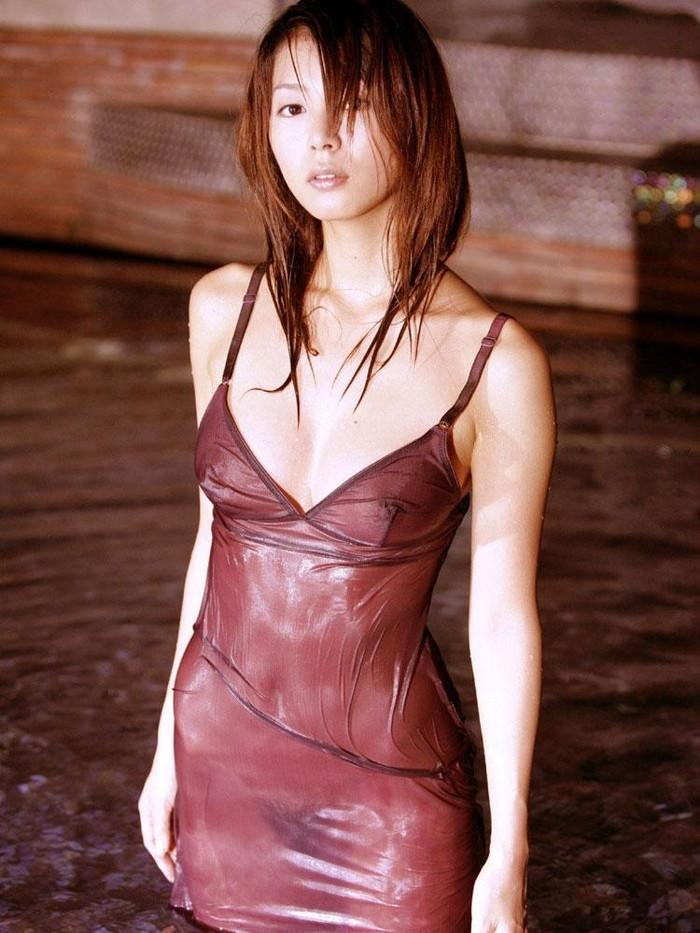 【濡れ透けエロ画像】女の子の着衣が濡れて透け透けになつている件! 05