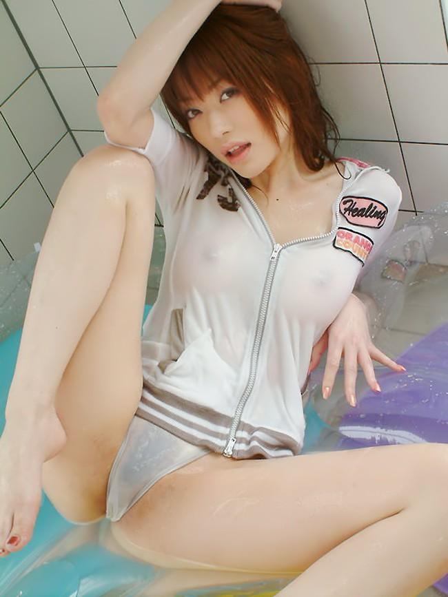 【濡れ透けエロ画像】女の子の着衣が濡れて透け透けになつている件! 06