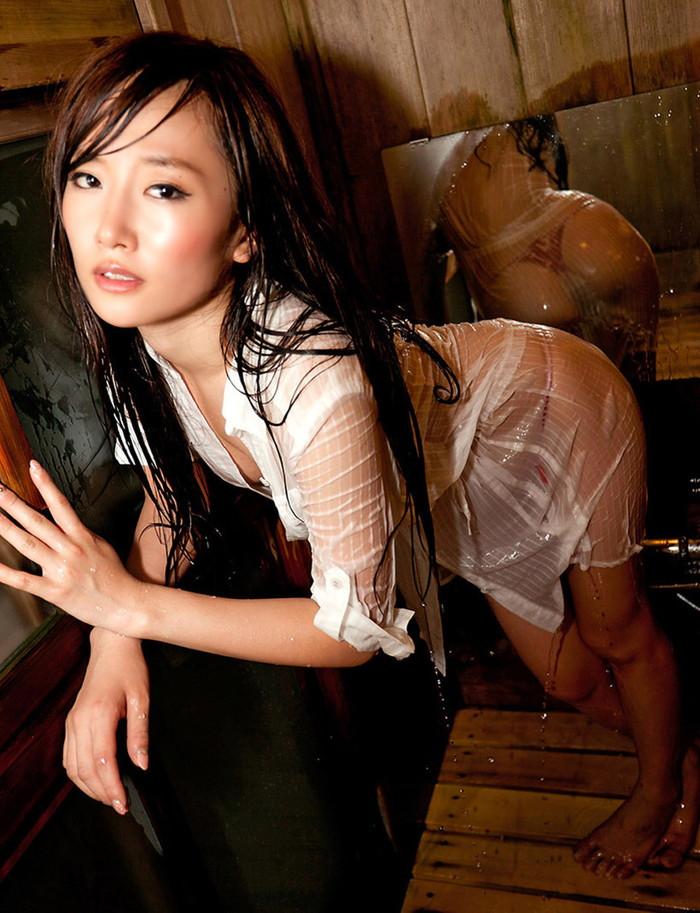 【濡れ透けエロ画像】女の子の着衣が濡れて透け透けになつている件! 12