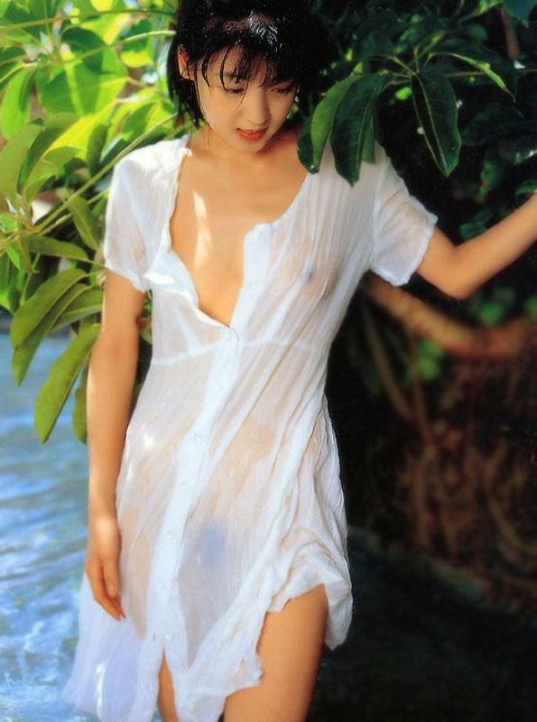 【濡れ透けエロ画像】女の子の着衣が濡れて透け透けになつている件! 15
