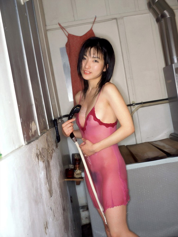 【濡れ透けエロ画像】女の子の着衣が濡れて透け透けになつている件! 19