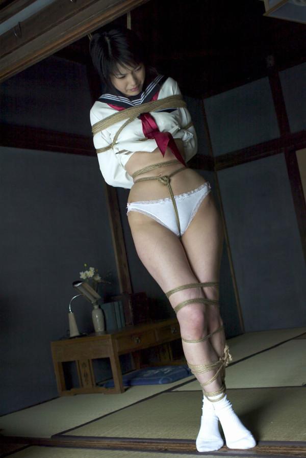 【SM緊縛エロ画像】緊縛されても感じてしまうドM体質の女の子たちの卑猥な姿! 01