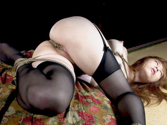 【SM緊縛エロ画像】緊縛されても感じてしまうドM体質の女の子たちの卑猥な姿! 11