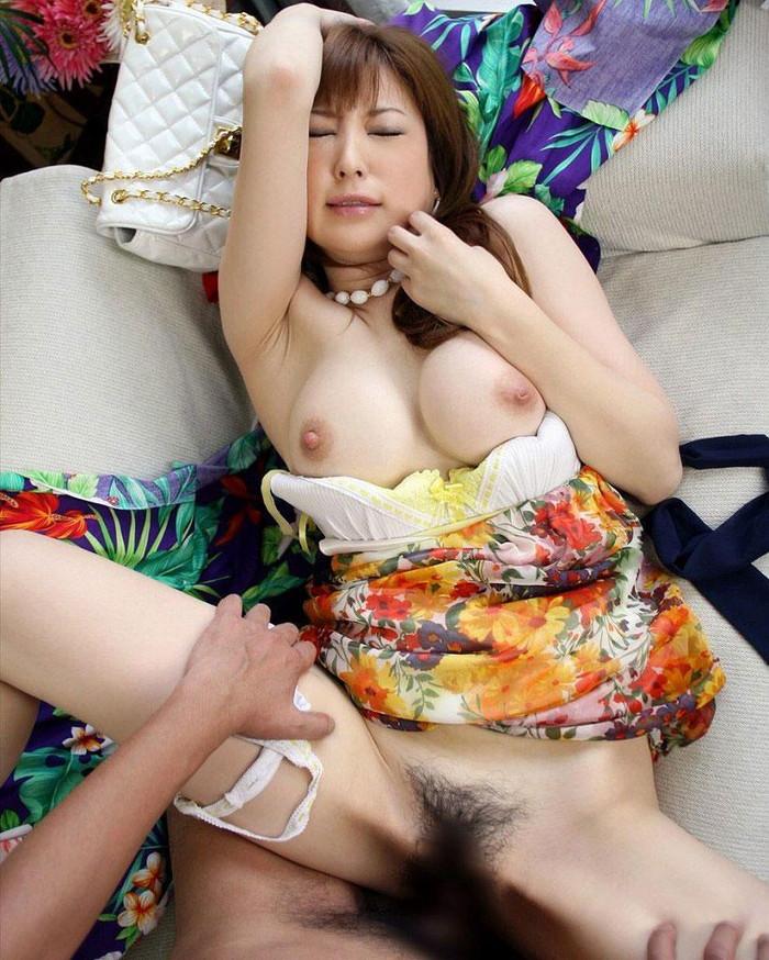 【着衣セックスエロ画像】乱れた着衣に興奮を覚えてしまう着衣セックス! 09