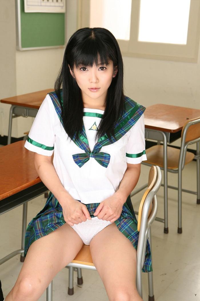 【JKコスプレエロ画像】リアルJKと見まごうばかりのJKコスプレの女の子! 13